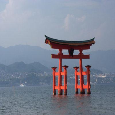 Ворота храма Ицукусима, тори