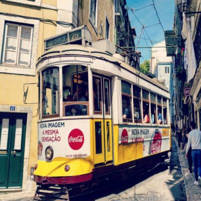 Трамвай №28 в Лиссабоне Португалия