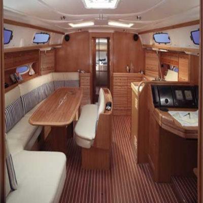 Яхта Bavaria внутри
