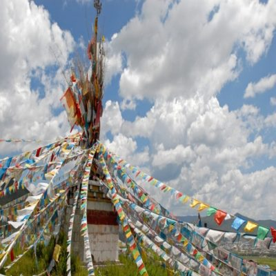 Молитвенные флажки Тибет