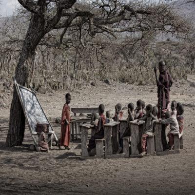 Школа в деревне Масаи