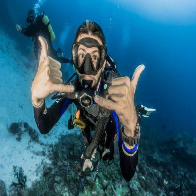 Дайвер Мальдивы