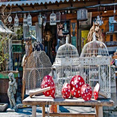 Антикварный рынок в Иль-сюр-ля-Сорг Прованс Франция
