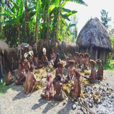 Деревня папуасов Папуа Индонезия