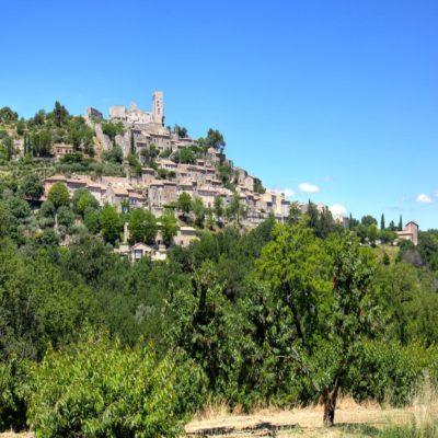 Замок Маркиса де Сада в деревне Лакост Прованс Франция