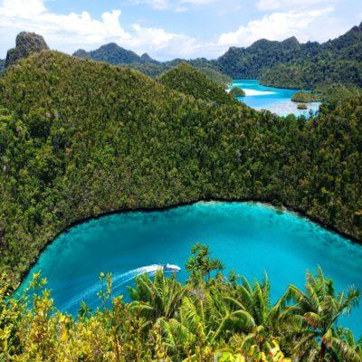 Остров Пианемо в Раджа Ампат Папуа Индонезия