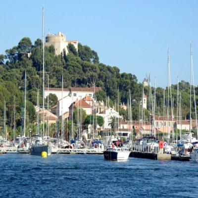 Остров Покероль Франция яхтинг