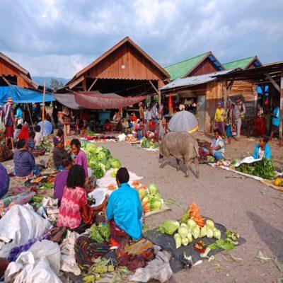 Рынок в долине Балием Папуа Индонезия