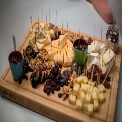 Сырная тарелка на ужин Прованс Франция