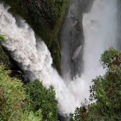 Водопад Дьявола в Баньосе Эквадор