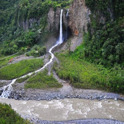 Дорога водопадов из Баньоса в Пуйо Эквадор