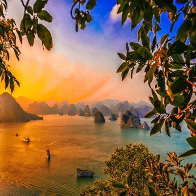 Закат в бухте Халонг Вьетнам