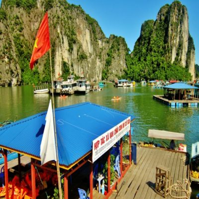 Плавучая деревня в бухте Халонг Вьетнам