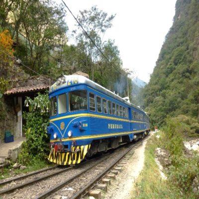 Поезд в Агуас-Кальентес Перу