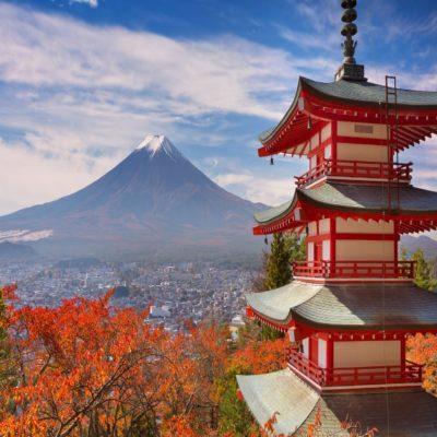 Вид с пагоды Чурейто на гору Фудзи Япония