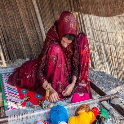 Плетение ковра Иран
