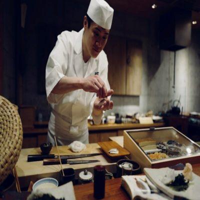 Приготовление суши Токио Япония