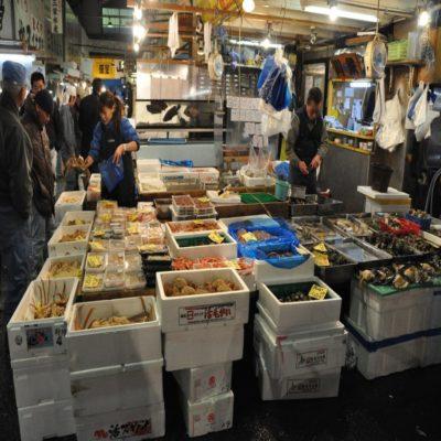 Рыбный рынок Цукидзи Токио Япония
