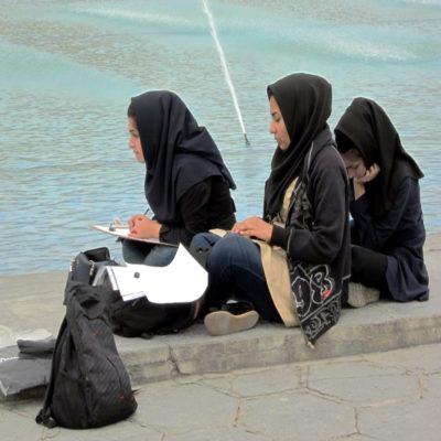 Студентки колледжа искусств в Исфахане Иран