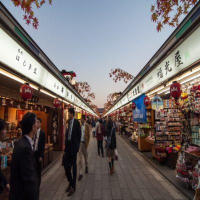Торговая улица Накамисе в Токио Япония