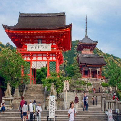 Храм Киёмидзу-дэра в Киото Япония