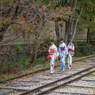 Японки в национальной одежде в Киото Япония