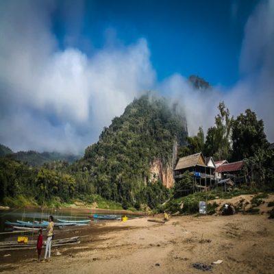 Деревня на реке Меконг Лаос