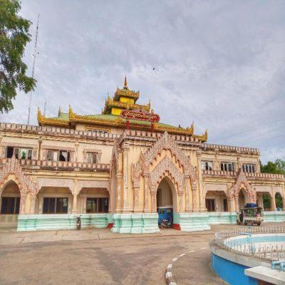 Железнодорожный вокзал в Багане Мьянма