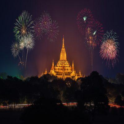 Новогодний фейерверк в Багане Мьянма