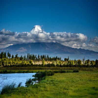 Вулкан Острый Толбачик и река Студеная Камчатка Россия