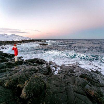 Скалистый берег Баренцева моря Мурманск Россия