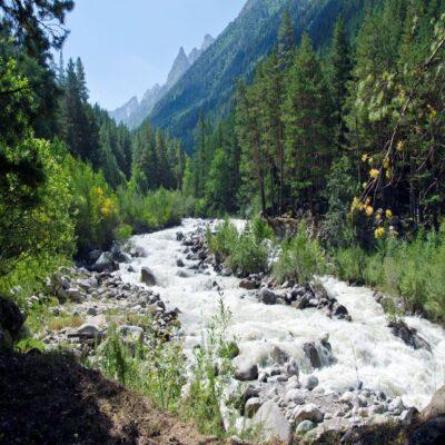 Горная река Эльбрус Россия