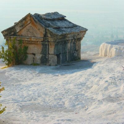 Древние склепы Иераполиса в Памуккале Турция
