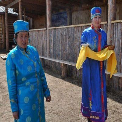 Жители Бурятской деревни Хужир Россия