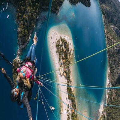 Параглайдинг над Голубой лагуной в Олюденизе Турция