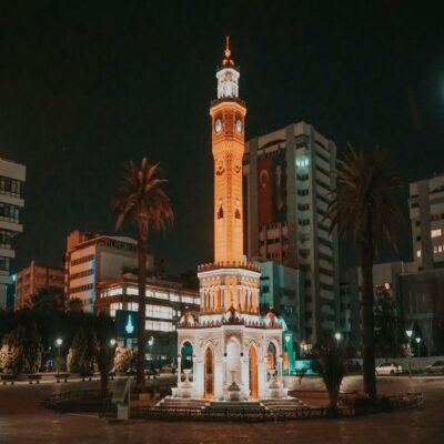 Площадь Конак Мейданы в Измире Турция
