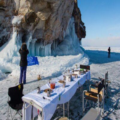 Обед на льду Байкала