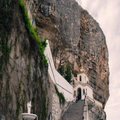 Свято-Успенский мужской пещерный монастырь в Бахчисарае Крым Россия