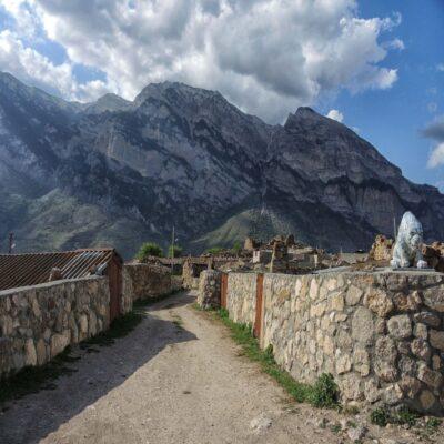 Архитектурный комплекс «Задалеск» в Дигорском ущелье Северная Осетия
