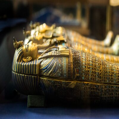 Саркофаги фараонов в Египетском музее Каира Египет