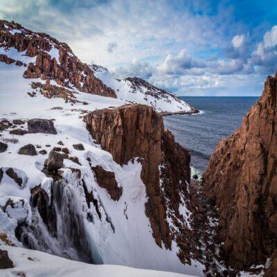 Водопад на берегу Баренцева моря Териберка Мурманск