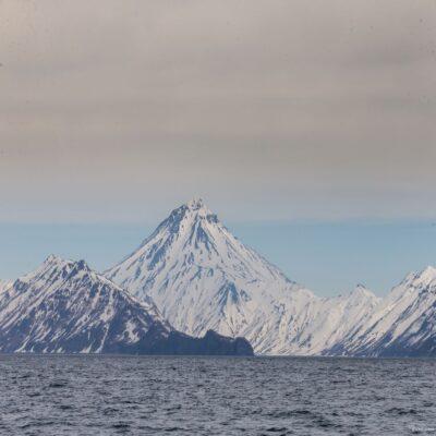 Вид на вулканы с океана Камчатка