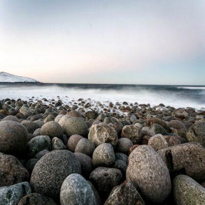 Каменистый берег Северного Ледовитого океана Мурманская область