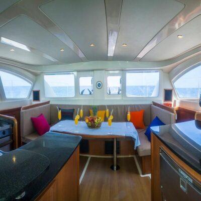 Кают компания яхта Leopard 384 2015 Travel Regatta