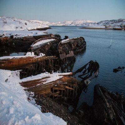 Кладбище кораблей в Териберке Мурманская область