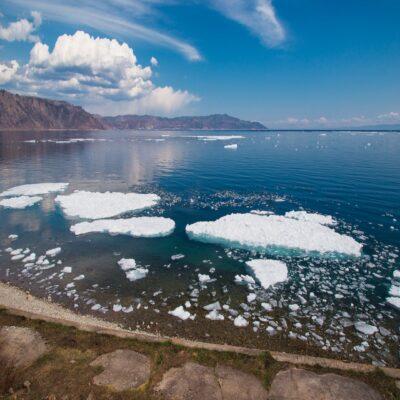 Льдины у берегов Россия