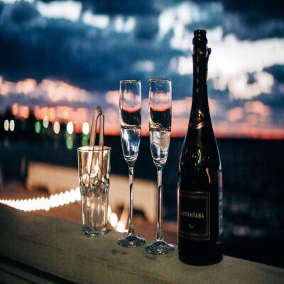 Теплый вечер с игристым вином Крым