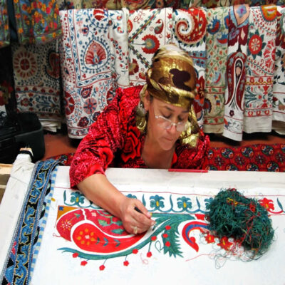 Вышивальщица Самарканд Узбекистан