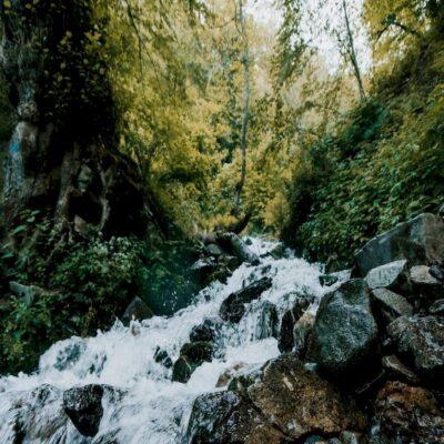 Водопад в горах Красной Поляны
