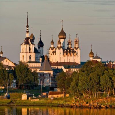 Соловецкий монастырь на закате Соловецкие острова Беломорье